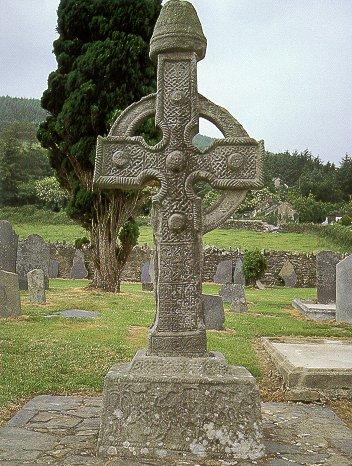 Croix sculptée Ahenny, comté de Tipperary, Irlande, fin du VIIIe siècle, hauteur 3,7 m